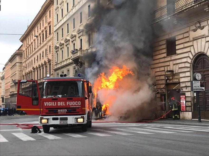 Roma Autobus a fuoco