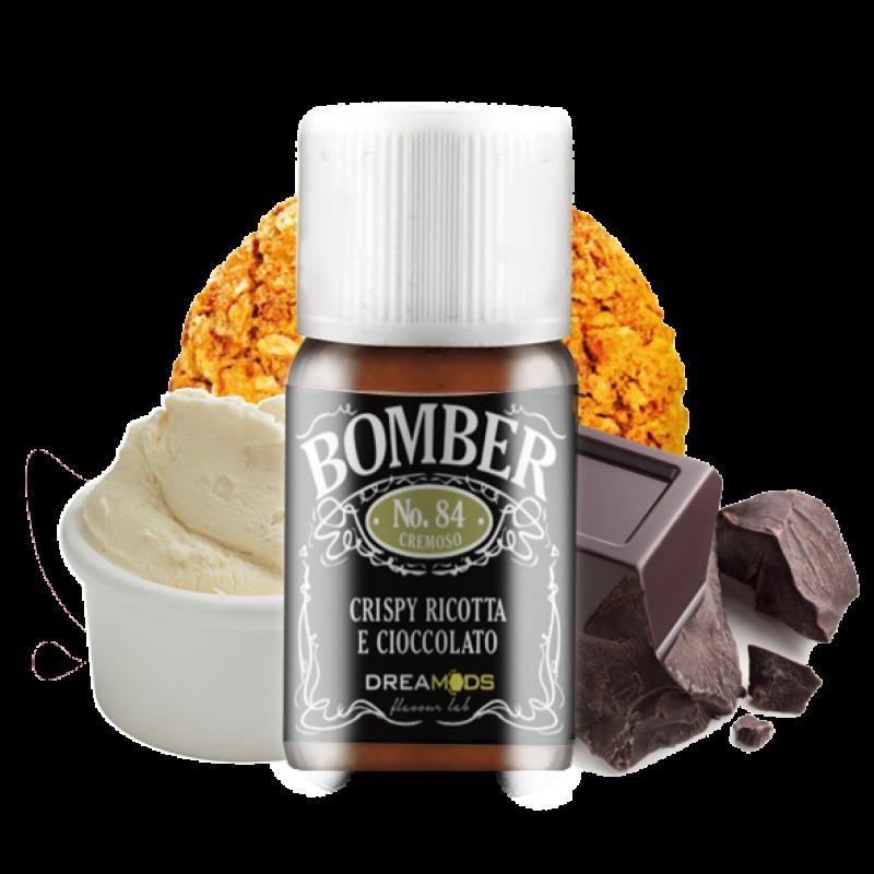 Dreamods Bomber è un aroma concentrato al gusto di biscotto ai cereali, ricotta dolce e cremoso cioccolato.