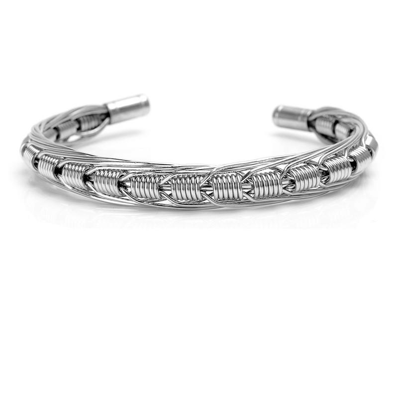 Il braccialetto con le coil realizzato da Demon Killer